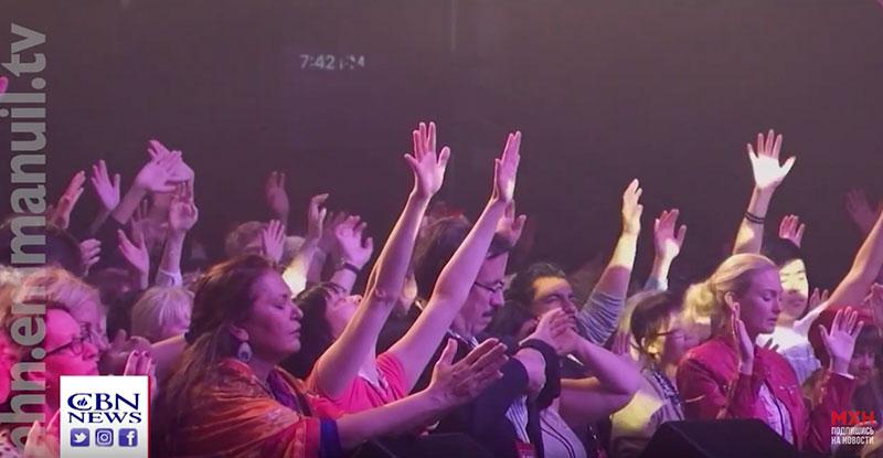 Пробуждение в Торонто: пока люди критикуют, Бог творит чудеса